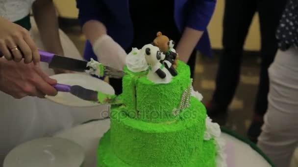 Braut Und Brautigam Auf Hochzeit Anschneiden Der Hochzeitstorte