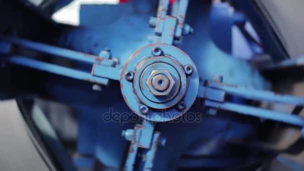 a538a0f9d94 Vista de la máquina de rotación en la casa de impresión. Parte de la máquina  que se llama la estrella