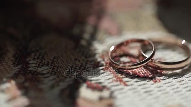 stříbrné snubní prsteny. Stříbrná nebo titanové snubní prsteny. Snubní prsteny