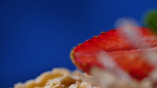 Vrstva dort s máta, jahoda, Borůvka. Chutný dort vrstvy, makro