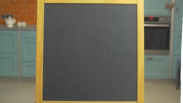 Školní tabule. Tabule pro děti. Tabule na kuchyň zblízka