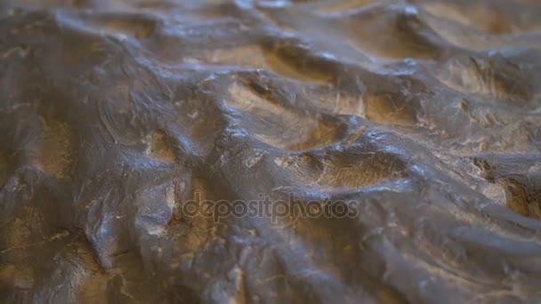 Šedý kamenný textura pozadí. Rock textury a povrchu pozadí. Popraskané a zvětralé kamenné přirozená
