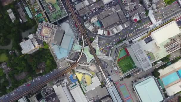 Pohled shora město a Sky Train Bangkok chodit od stanice. Pohled shora moderního města a kvalifikován děje
