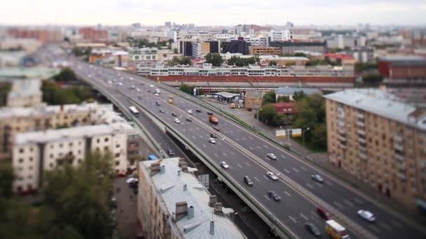 Letecký pohled na rušné closeup, vozidla Rozmáznout na viadukt. Den cesty město Rozmáznout. Letecký pohled na Shanghai viadukt noci, těžké dopravní zácpy