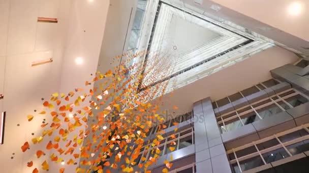 Velké okno na stropě, velké průhledné sklo na střeše v luxusní hotel, moderní architektura, luxusní moderní konstrukce kreativní design koncept