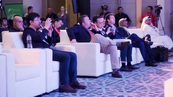 Hongkong, Čína - 11 prosince 2017: Publikum v přednáškovém sále. Publikum poslechu prezentace na konferenci. Reproduktor, referát na obchodní jednání. Publikum v sále konference