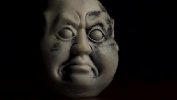 Spirituele verlichting. Hoofd standbeeld met een emotie boosheid ...