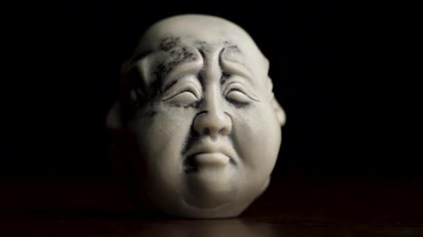 Spirituele verlichting. Hoofd standbeeld met een emotie verdriet ...