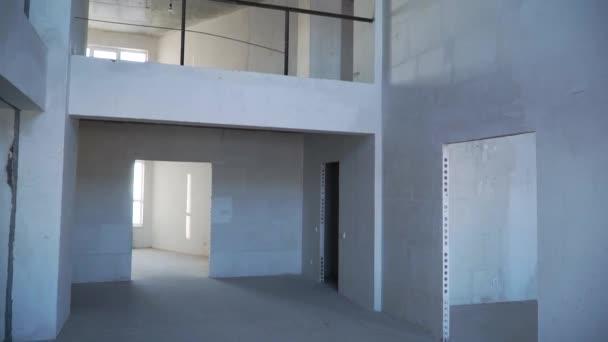 Opravy bytu. Oprava zdi. Video. Opravu nemovitosti. Rekonstrukce bytu. Byt opravit zeď opravit renovaci domu renovace domů předělávání opravu nemovitosti