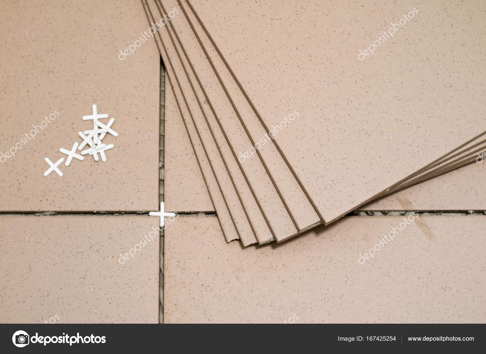 Rivestimenti in piastrelle mattonelle di rifilatura misurazione