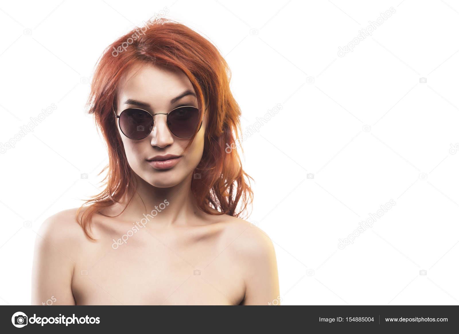 Фото хастлер от рыжей в очках и в комнате — photo 15