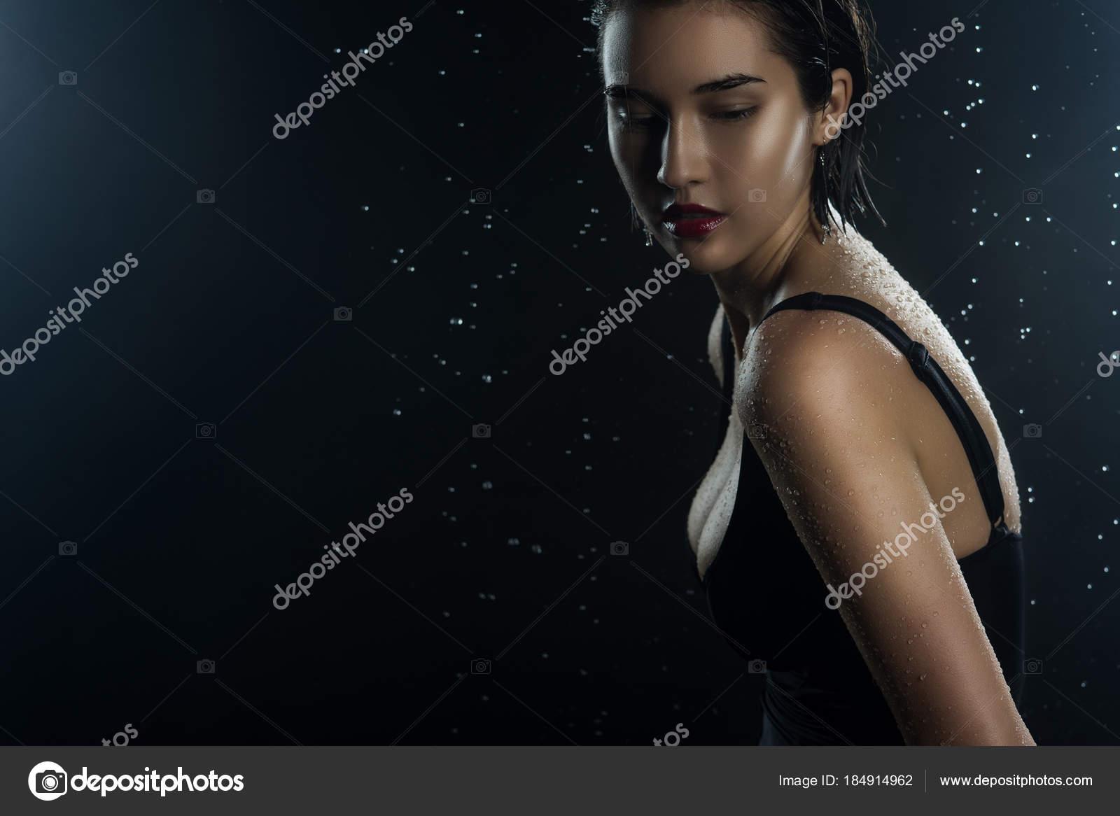 Красивые девки на черном фоне фото большого разрешения #13