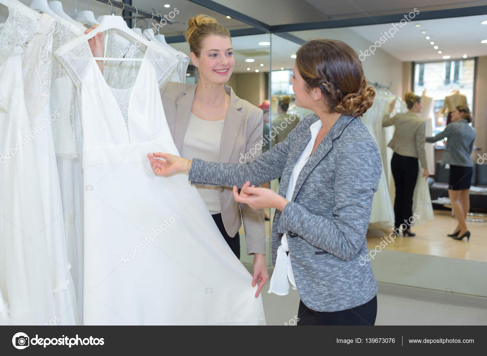 Frau betrachten Brautkleider — Stockfoto © photography33 #139673076