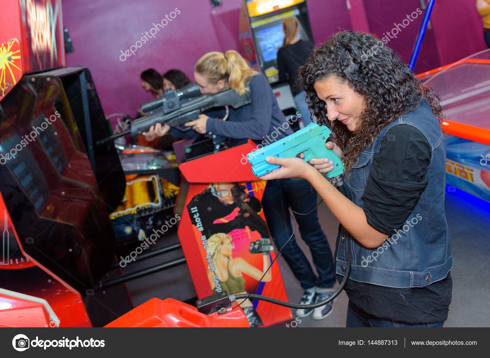 Игровые автоматы с девушками
