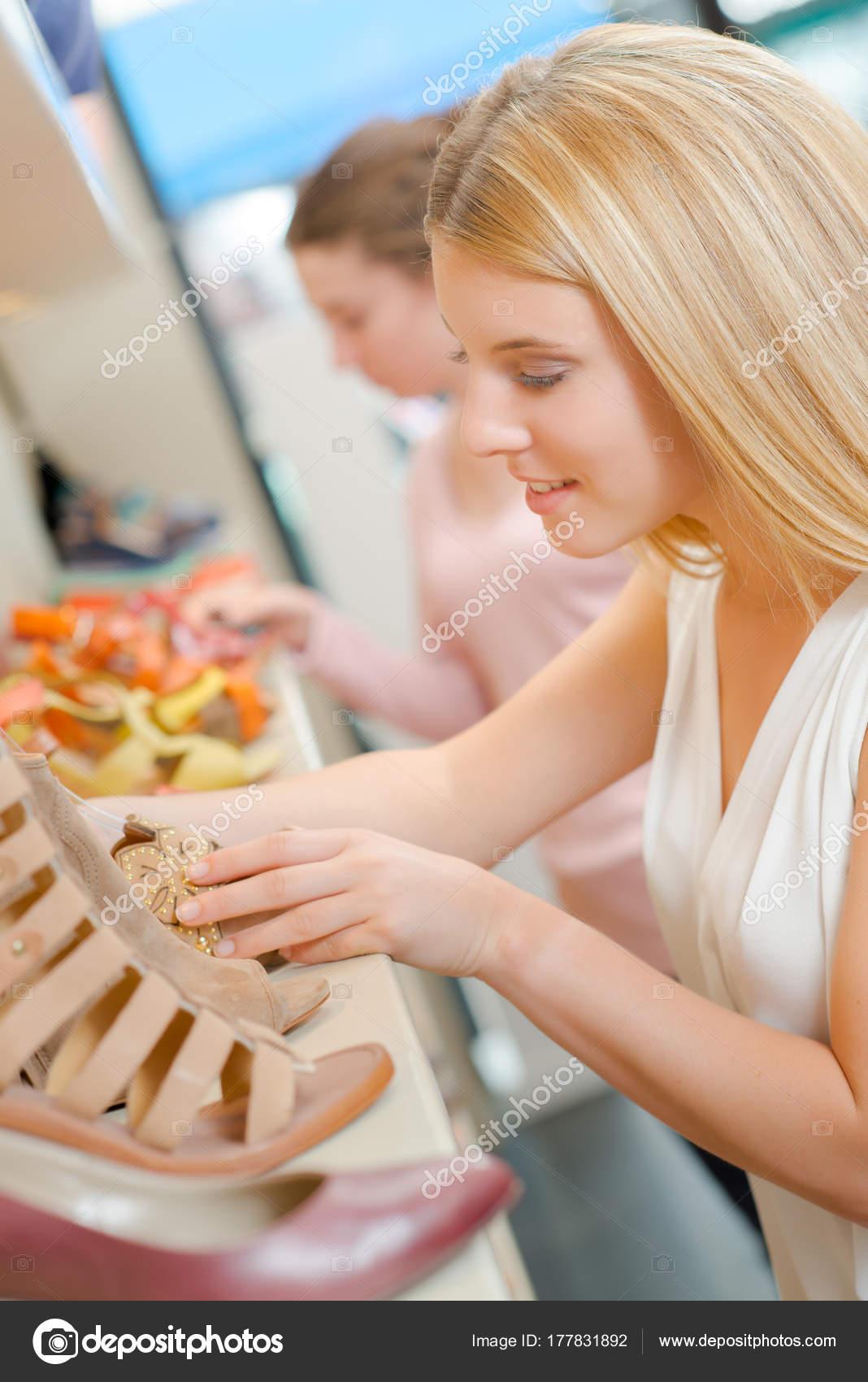 — Elegir © Stock Fotos Zapatos De 177831892 Photography33 Unos Nuevos BnrRtn