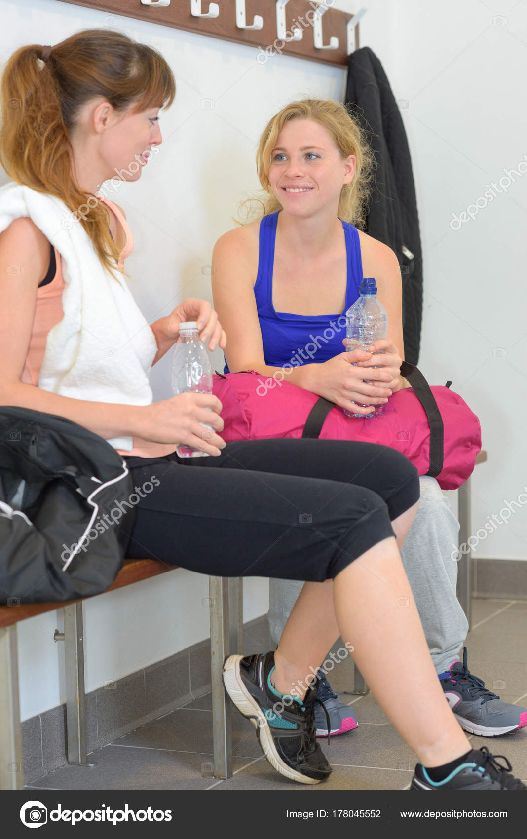 changing room girls Young