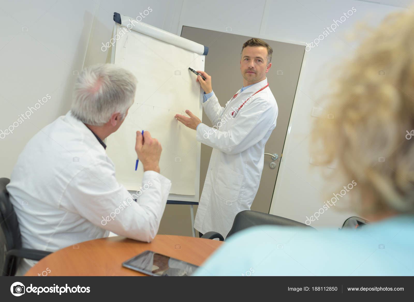 Krankenhaus-Management mit einem Treffen — Stockfoto © photography33 ...
