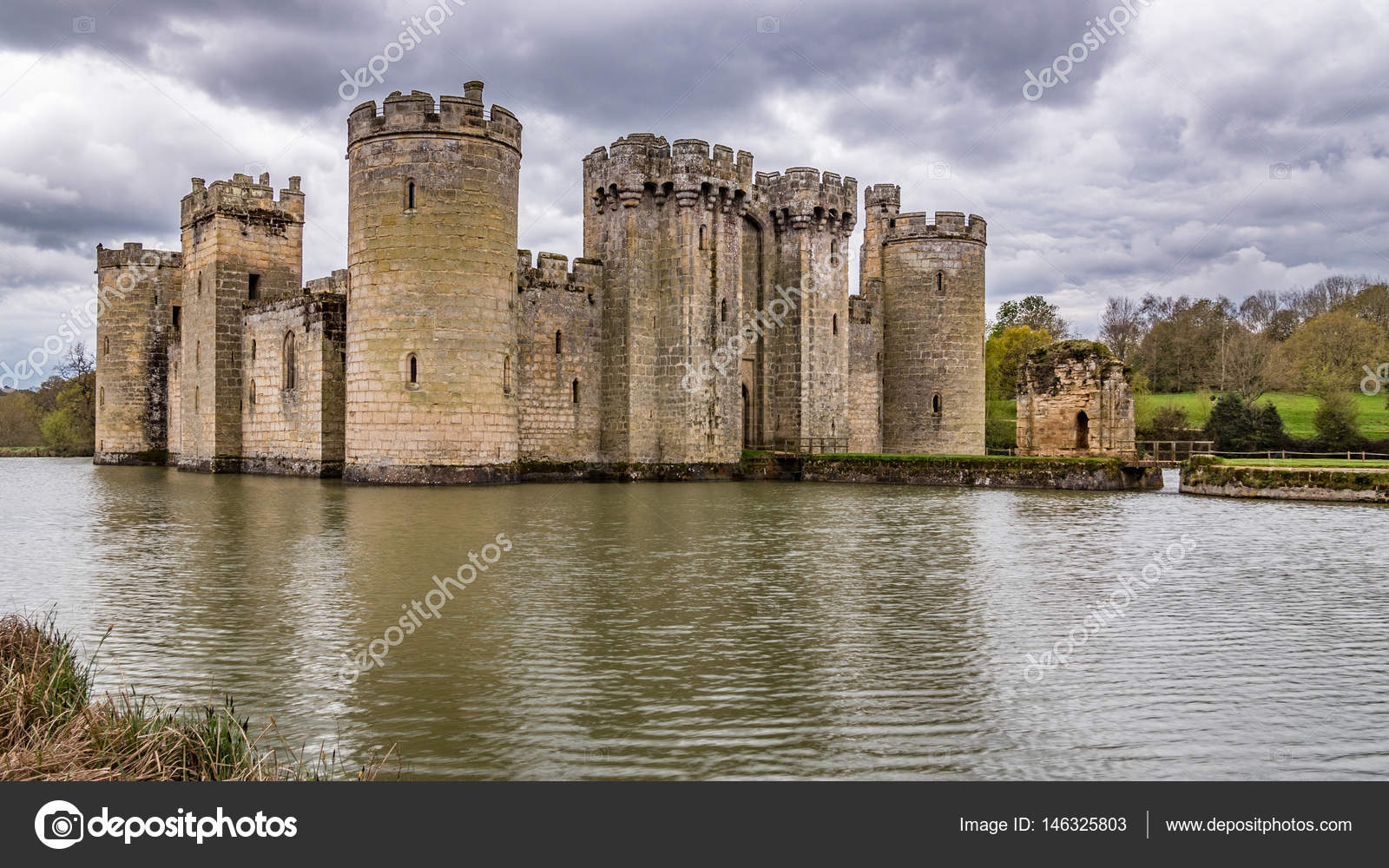 View Of A Moated Medieval Castle In England Stock Editorial Photo
