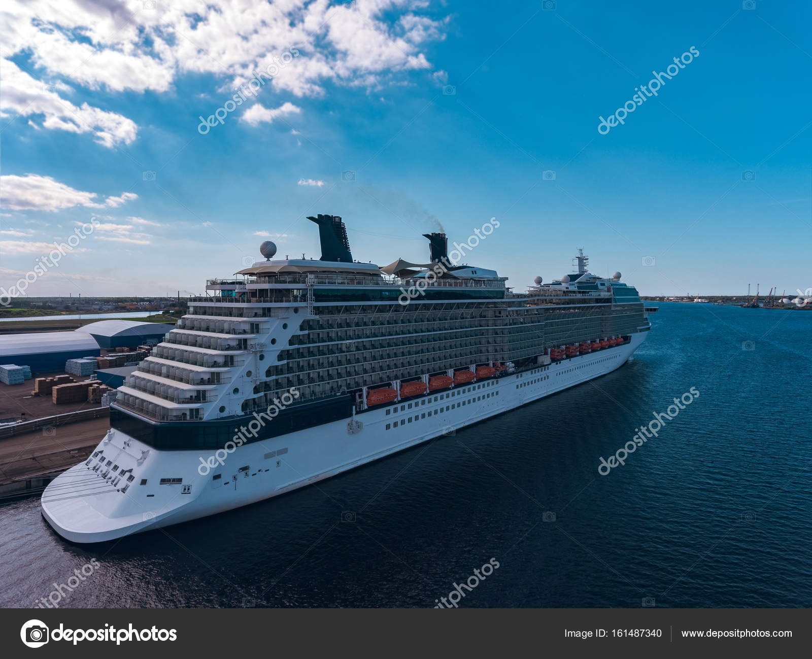 Giant Of Modern Photography At >> Giant Modern Cruise Liner Stock Editorial Photo C Sengnsp 161487340