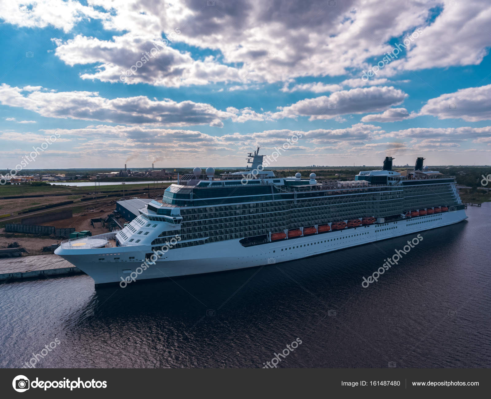 Giant Of Modern Photography At >> Giant Modern Cruise Liner Stock Editorial Photo C Sengnsp 161487480