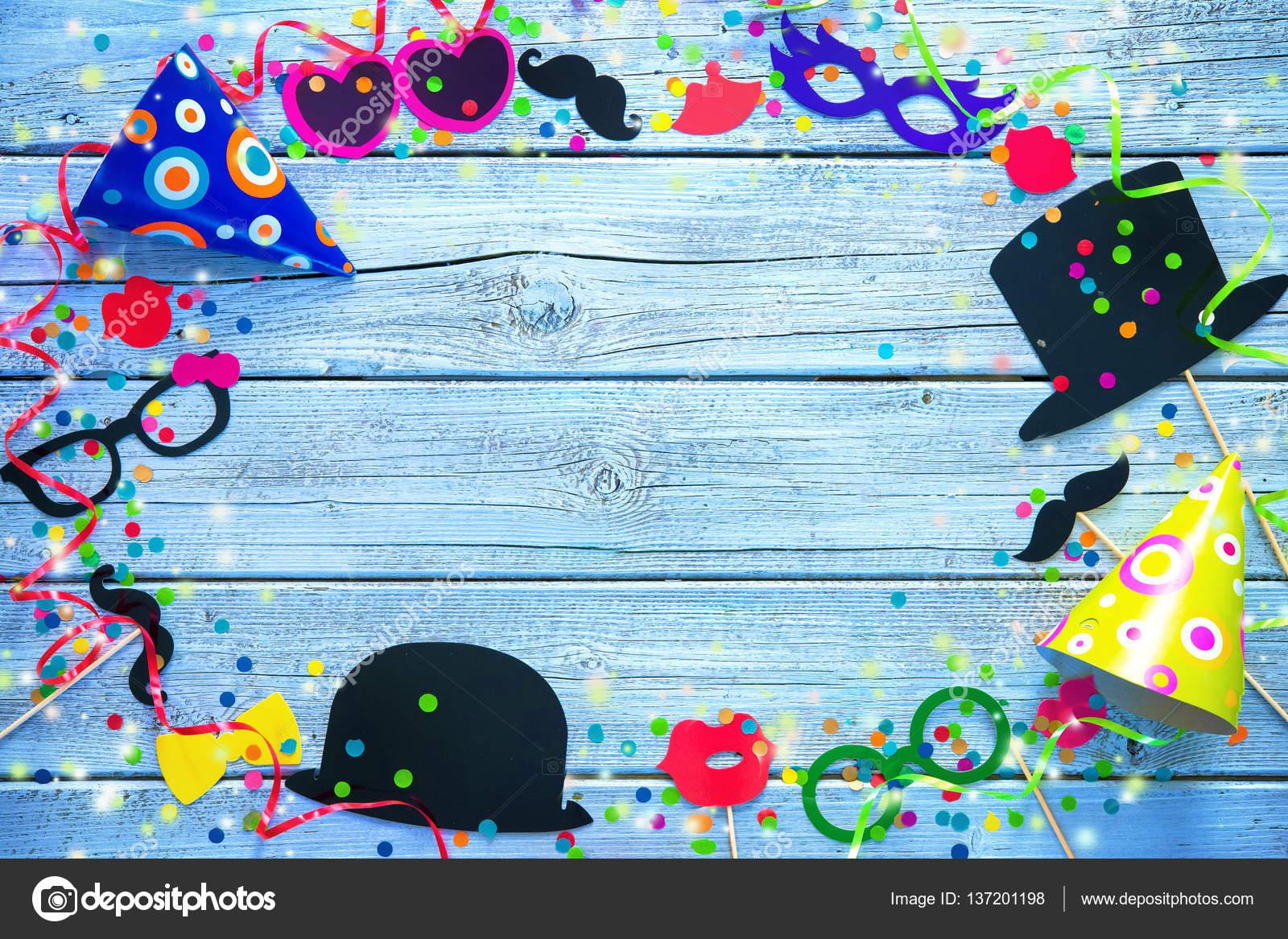 Farbigen Hintergrund Mit Karneval Stand Requisiten Stockfoto