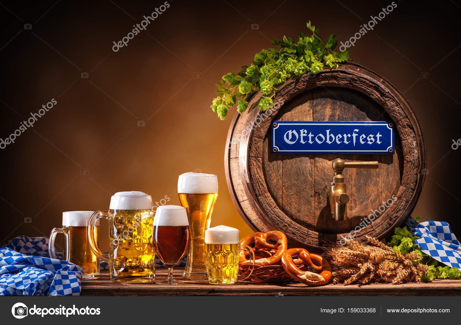 Bicchieri di birra e barilotto di birra oktoberfest foto for Bicchieri birra prezzi