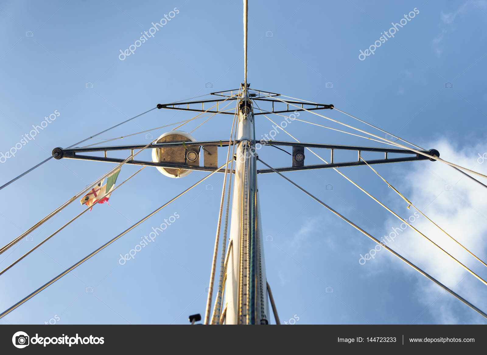 Segelyacht modern  Masten der modernen Segelyacht — Stockfoto © ilfede #144723233