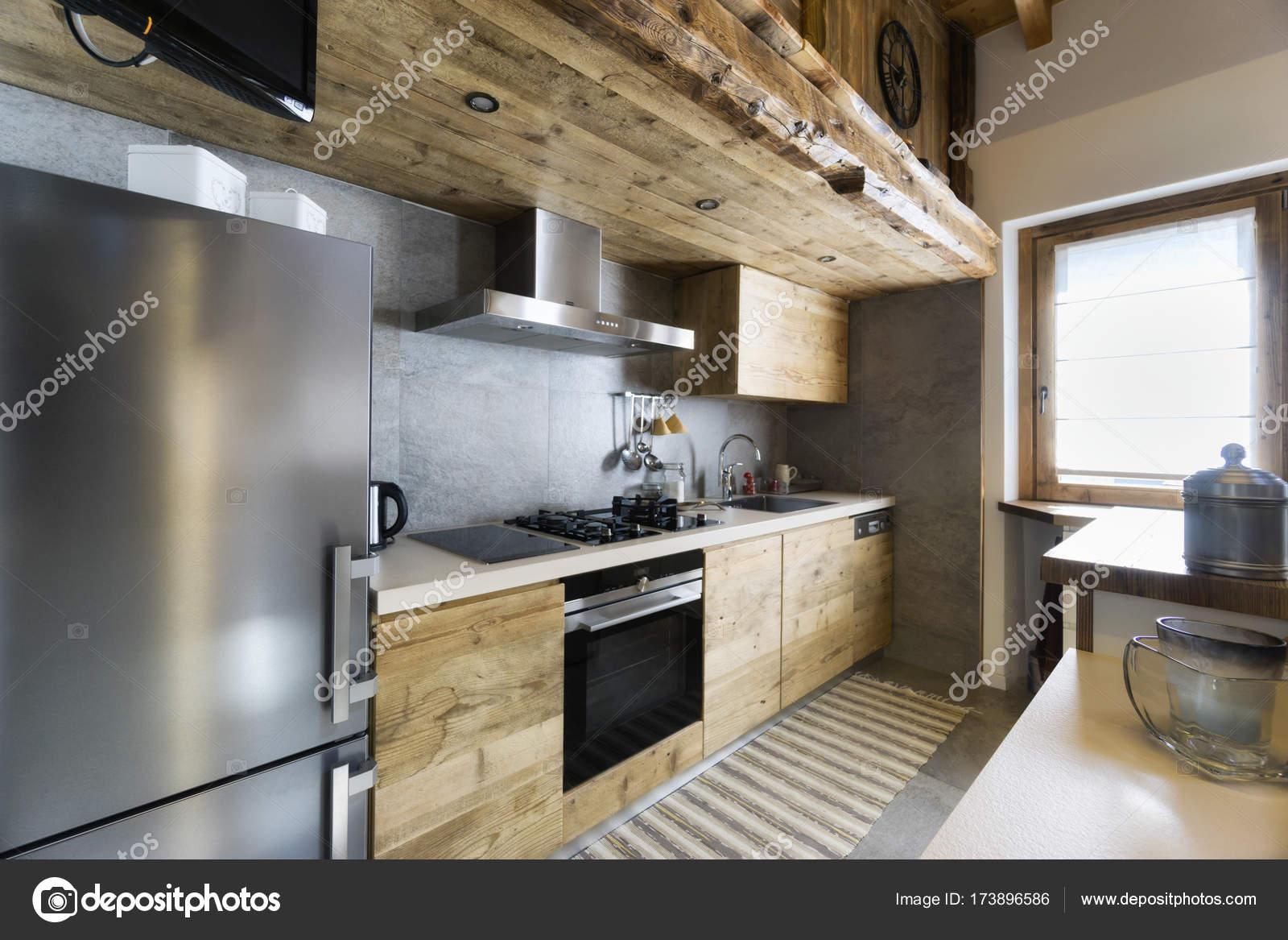 Een moderne keuken met hout woonmooi