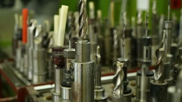 nástroje pro obrábění kovů na strojírenství