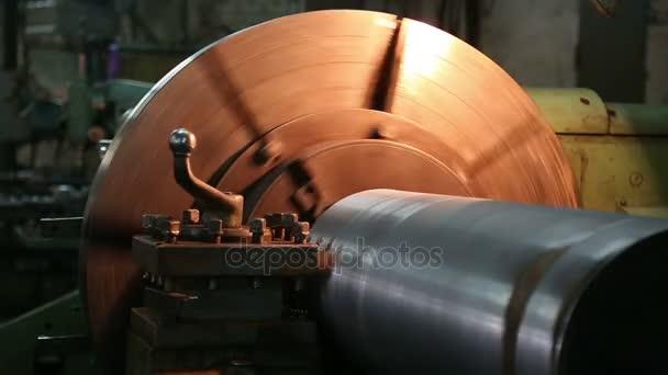 práce soustružnické stroje pro zpracování kovů