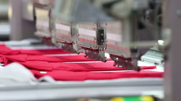 Weberei Fabrik, stickt die Nähmaschine automatisch eine Muster auf ...