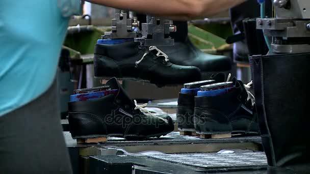 free shipping 1106b c05ab Linea di assemblaggio di fabbrica scarpe