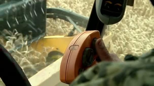a búza betakarítás Nézd a vezetőfülke az illesztőprogram-ellenőrzések