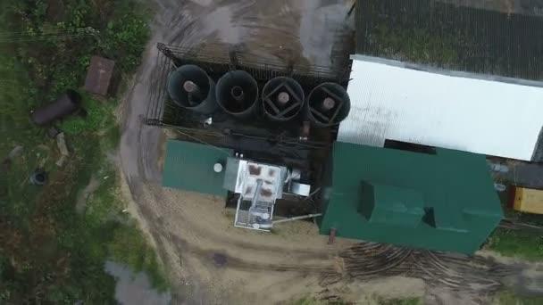 Luftaufnahme des landwirtschaftlich-industriellen Komplexes im Dorf