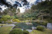 Verde giardino di Zen giapponese tradizionale con un piccolo lago a Kyoto - Giappone
