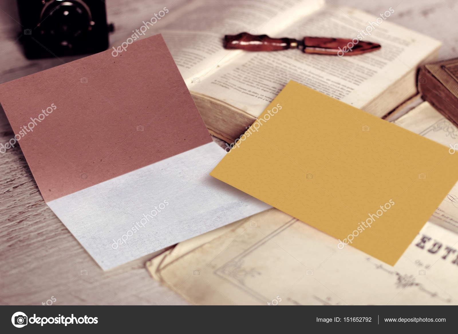 Pour Une Utilisation Dans Les Invitations Cartes Postales Un Logo Ou Menu Sur Table En Bois Vision Angulaire Image De Loud Mango