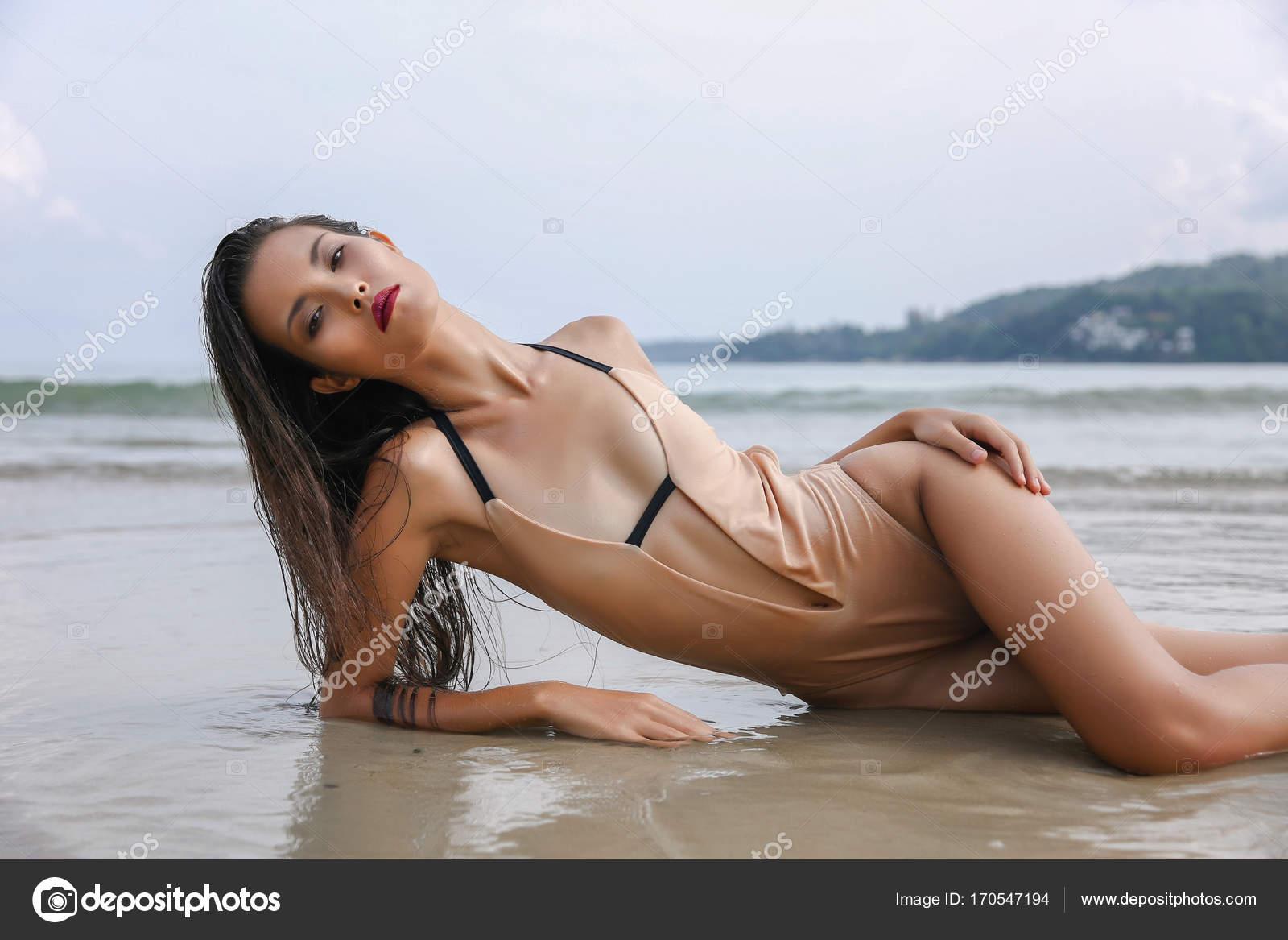 Sexy nude babe fuck hurt