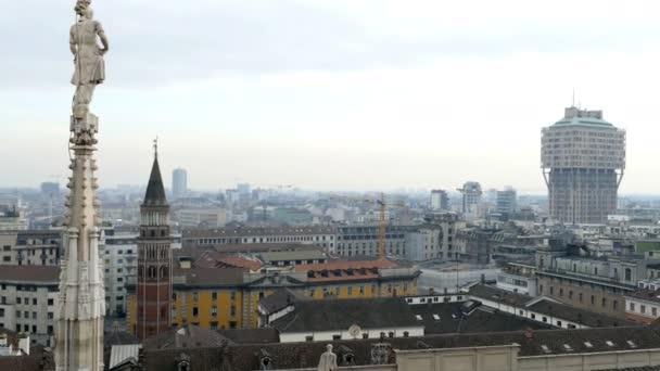 Vista sopra Milano dallalto del gotico cattedrale Milano, Italia