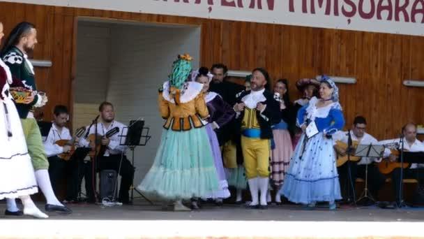 Tanečníci ze Španělska v tradičních lidových krojích
