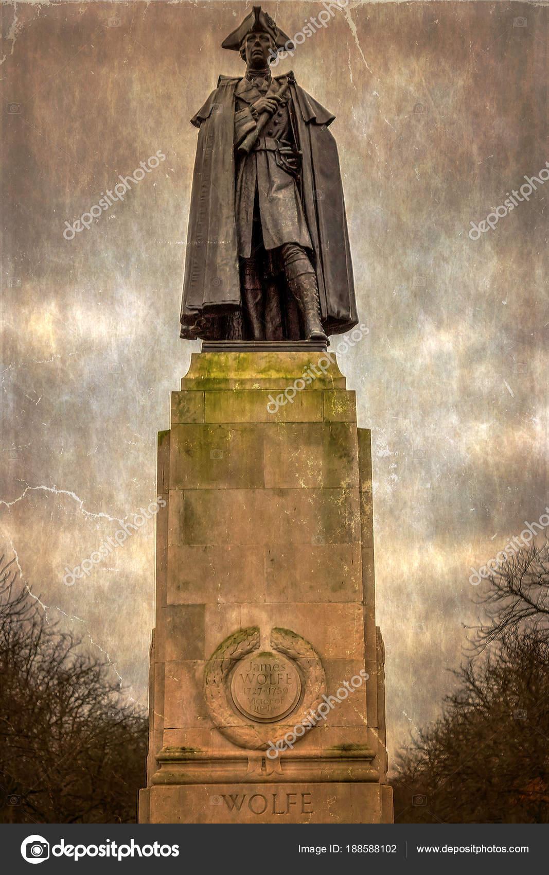 少将のジェームズ ・ ウルフの像...