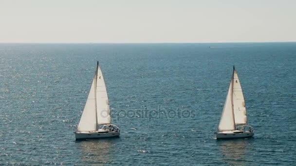 Plachetnice na obzoru v Jaderské moře