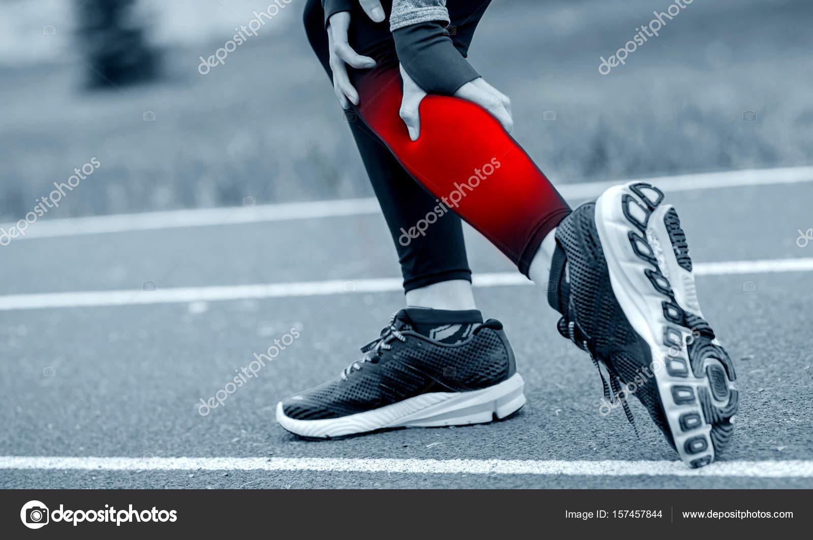 Al duelen tocar piernas las