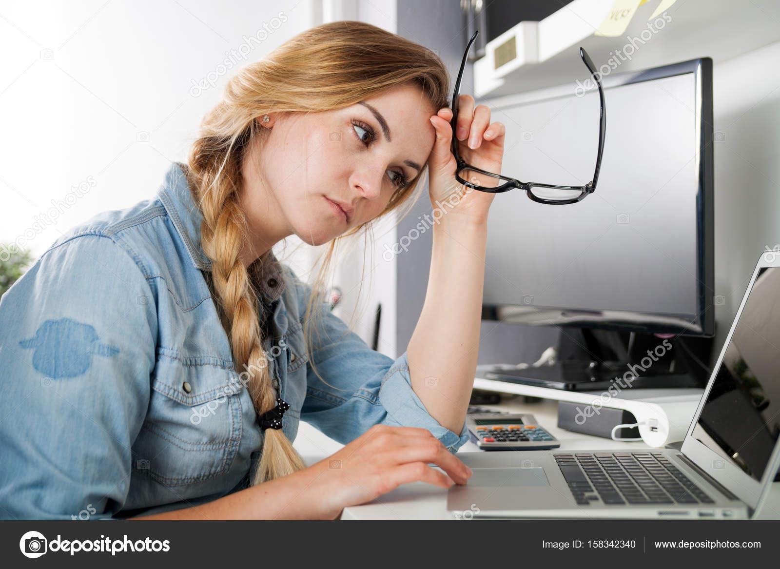 Фото уставших от работы девушек работа на дому моделью