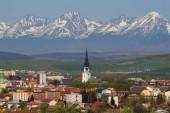 Město Spissk nové vsi a národního parku Vysoké Tatry v pozadí