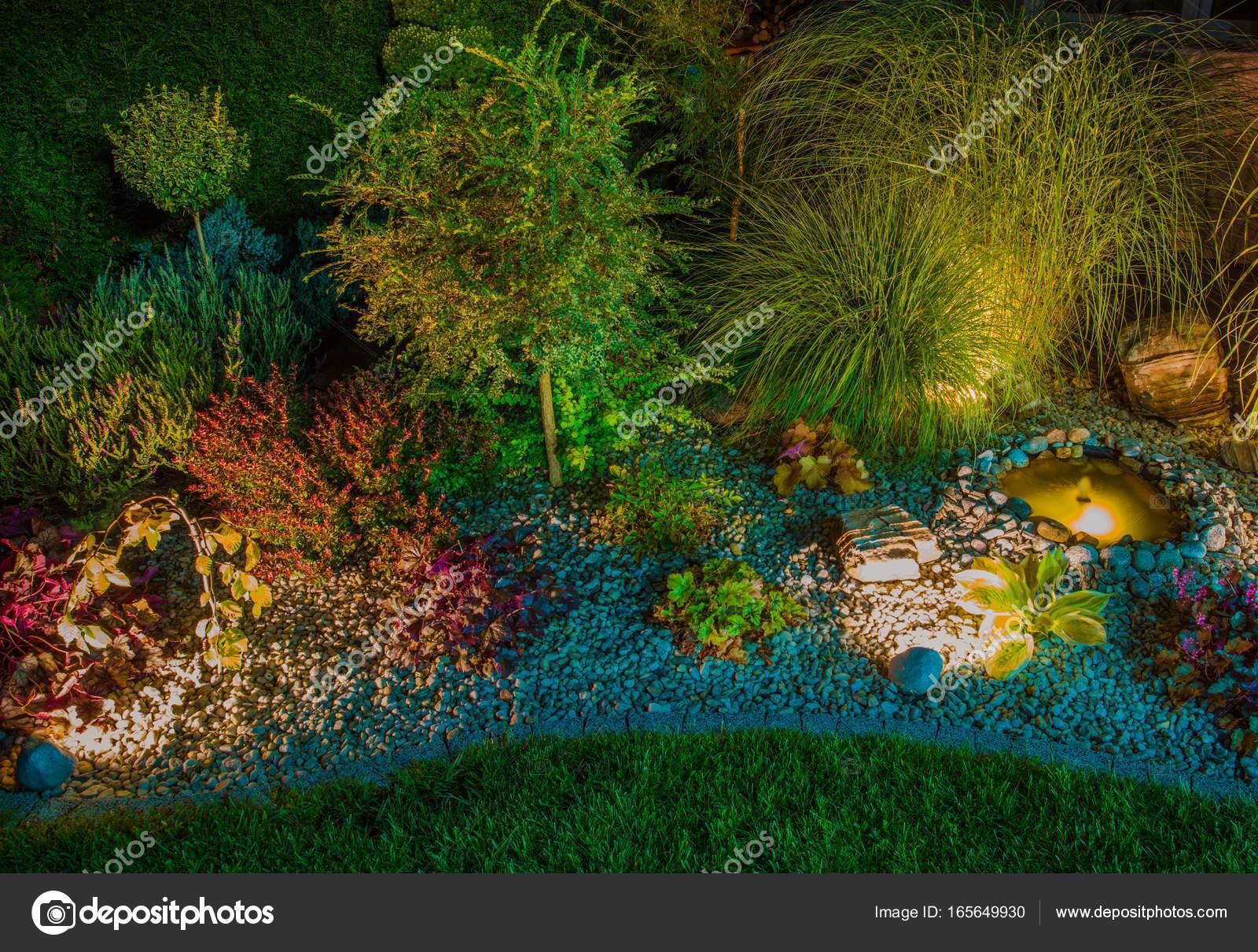 Steingarten Mit Beleuchtung Stockfoto Welcomia 165649930