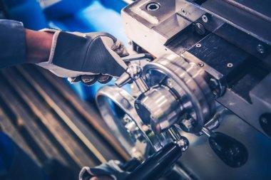 Metal Lathe Machine Operator
