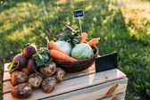 Fotografie fresh vegetables at farmers market