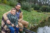 Otec a syn rybolov na molu