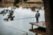 Fotografie kleiner Junge Angeln mit Rute
