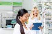 Fotografie multiethnic pharmacists in drugstore